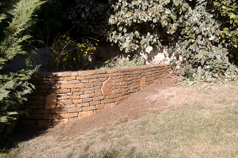 Arc en pierre cr ation de jardinieres pierre naturelle for Jardiniere en pierre seche