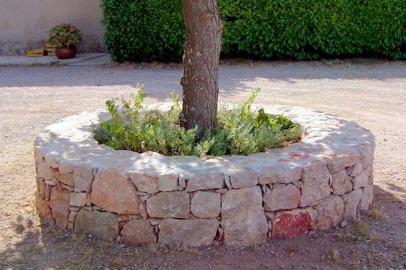 arc en pierre cr ation de jardinieres pierre naturelle. Black Bedroom Furniture Sets. Home Design Ideas