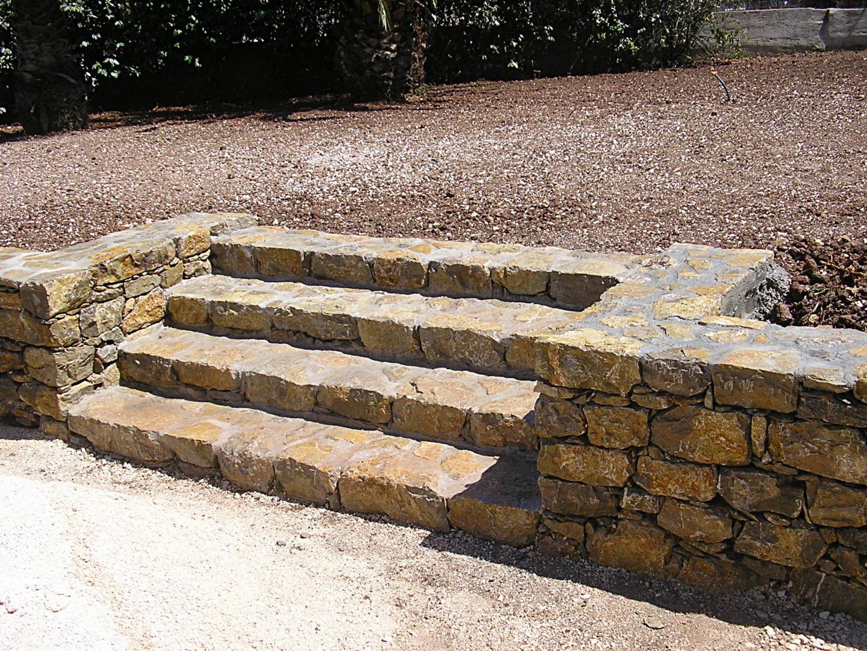 construction d 39 un escalier en pierre au pradet arc en pierre. Black Bedroom Furniture Sets. Home Design Ideas