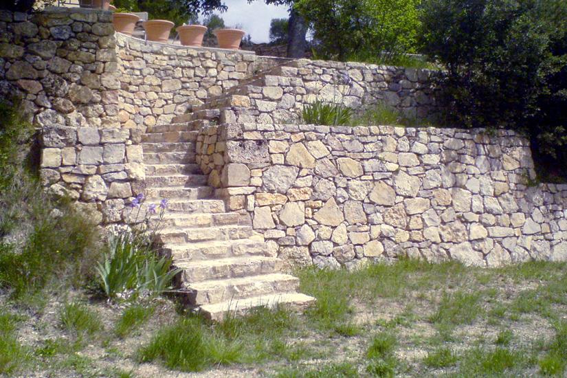 Arc en pierre : construction escalier exterieur pierre naturelle